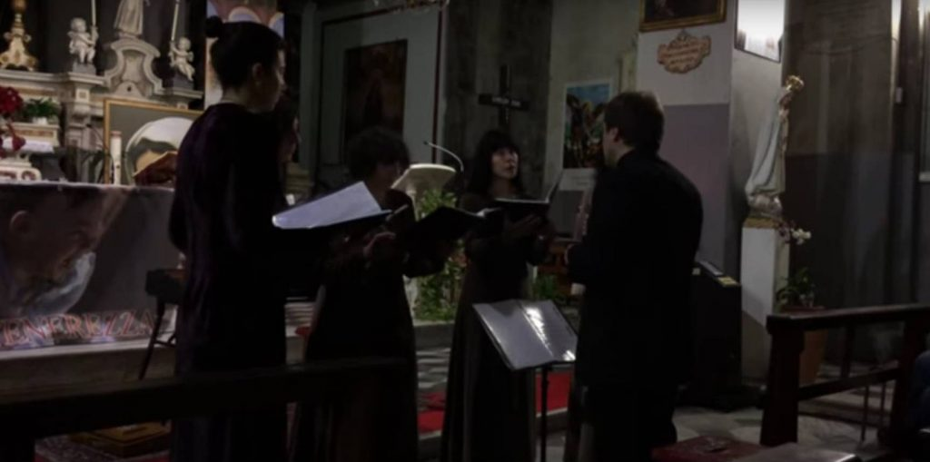 La Spezia sing Perspice Christicola. Since the ground bass is missing in the Latin text they have, like many ensembles, created their own.